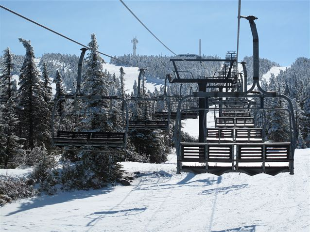 heading-to-the-summit-on-the-empty-timberline-chair