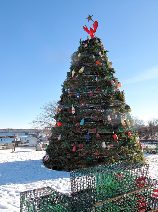 Wood versus metal: Maine's lobster trap Christmas trees – Maine Travel Maven