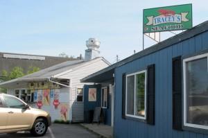 Tracey's Seafood, Sullivan. Hilary Nangle photo. IMG_2652